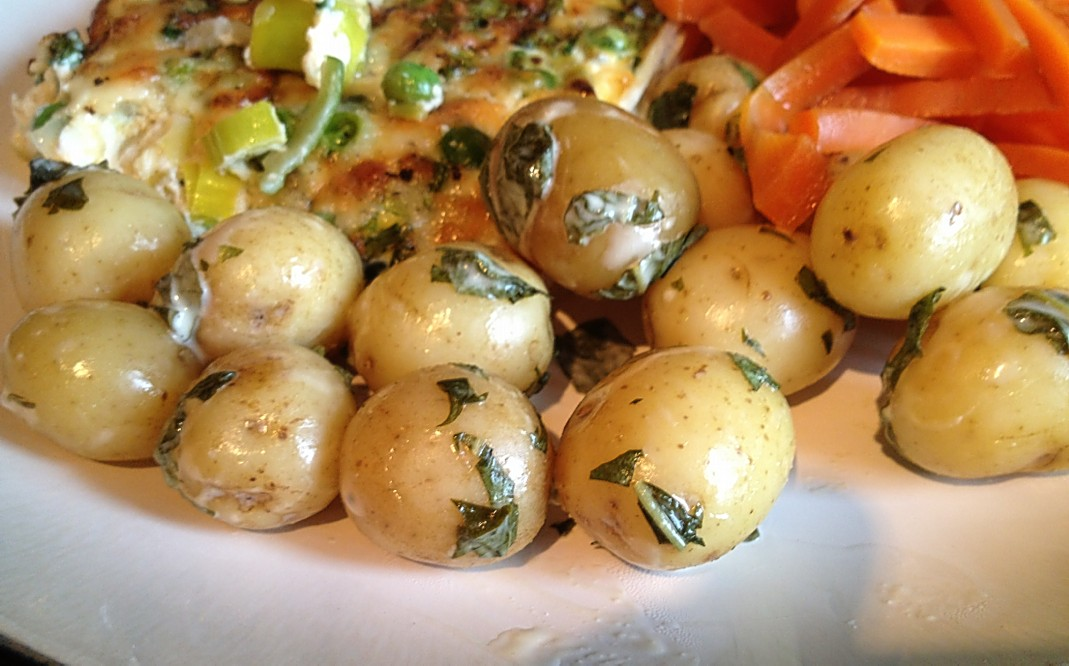 pack baby new potatoes 2 tbsp light salad cream Handful of fresh ...